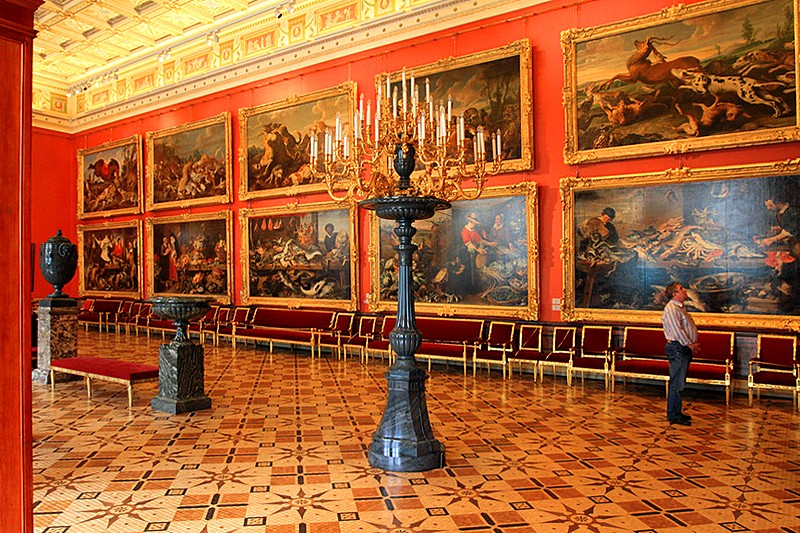 one-of-the-galleries-devoted-to-west-european-art-in-st-petersburg-_87664453