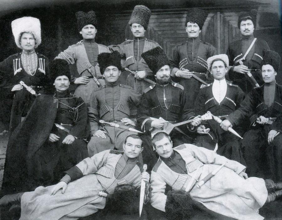 Группа казаков станицы Славянской.
