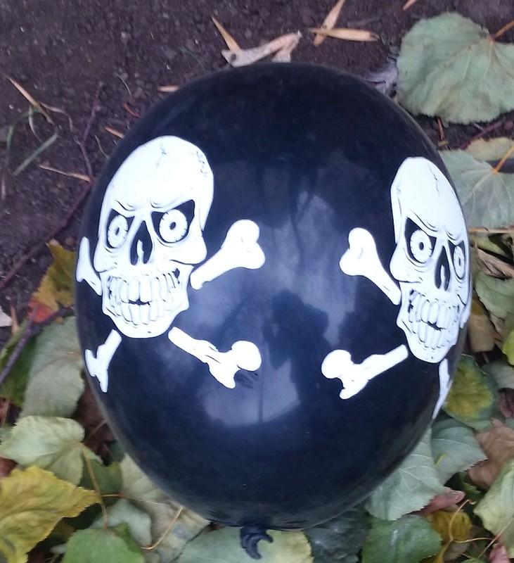 шарик с черепом 2.jpg