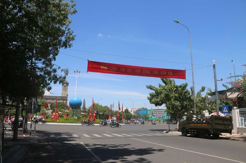 Площадь перед католическим собором.jpg