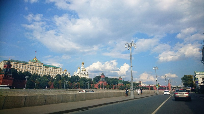 Кремлёвская набережная из окна автомобиля 8 ментября 2019 1.jpg