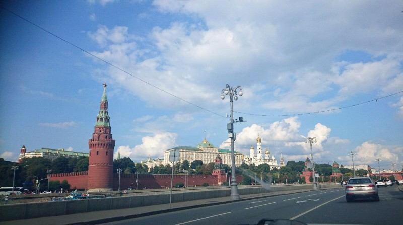 Кремлёвская набережная из окна автомобиля 8 ментября 2019 2.jpg