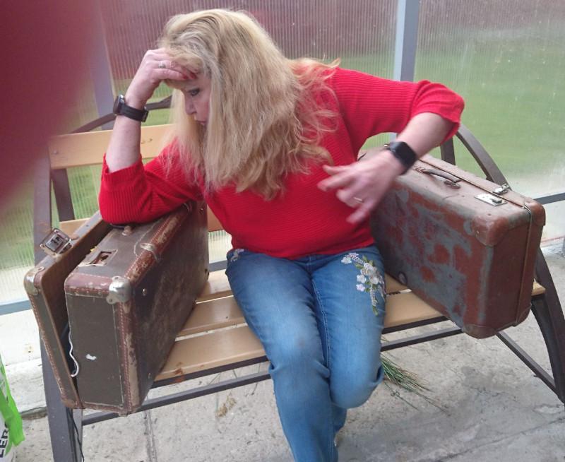Ольга с чемоданами 3.jpg