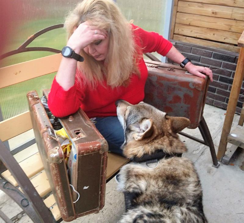 Ольга с чемоданами 4.jpg