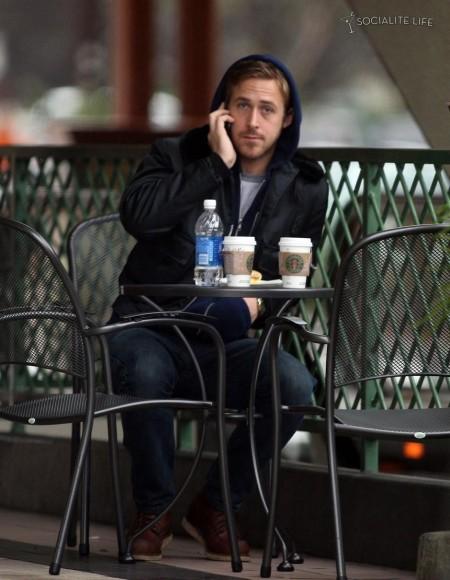450_ryan-gosling-grabbing-starbucks-coffee-in-la-smile-745937264