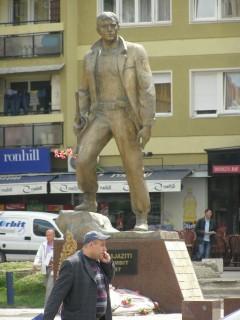 Памятник полевому командиру АОК