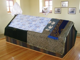 В мавзолее Богоподобного
