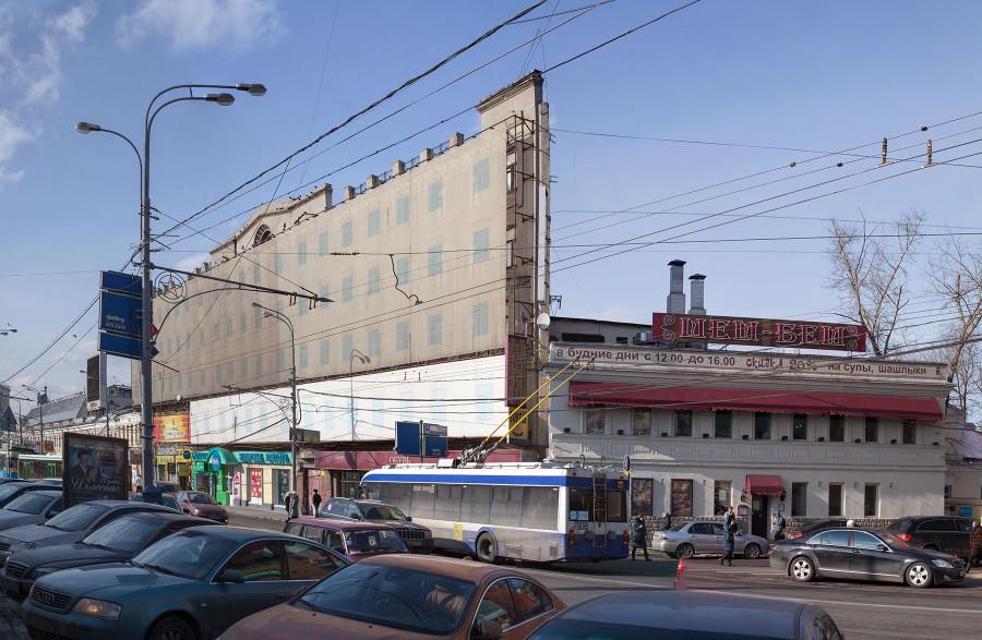 Дом-стена в Москве
