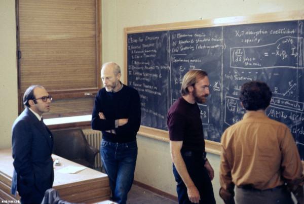 1280px-École_de_Physique_des_Houches_Les_Houches_Physics_School_main_lecture_hall_1972