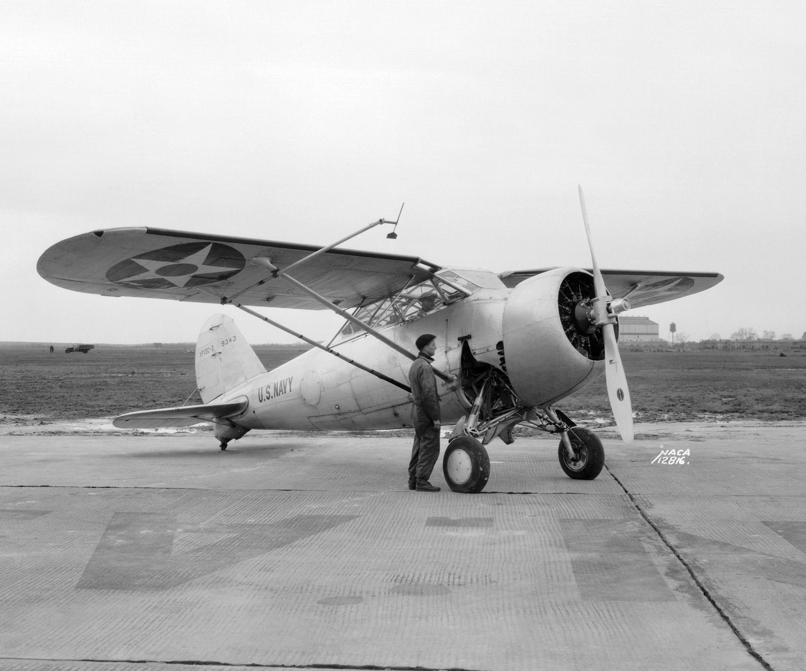 """И снова моноплан! XF-13C-3 во время испытания на авианосце CV-1 """"Langley"""", 1937 г."""