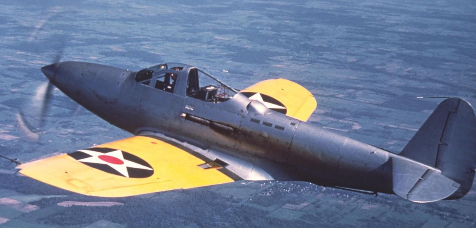 """""""Аэробонита"""" в полёте, под хвостовой частью заметен убранный посадочный гак"""