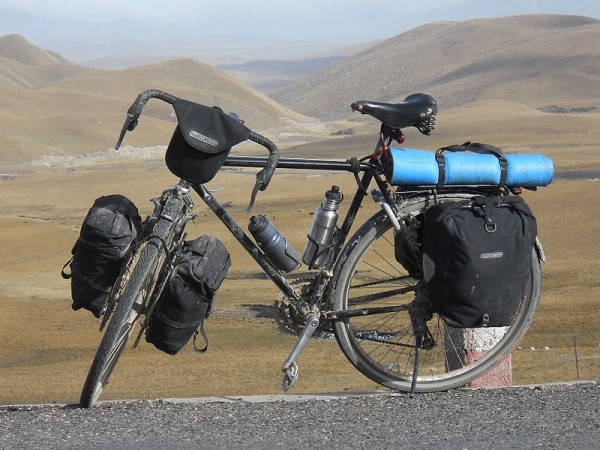 800px-Loaded_touring_bicycle