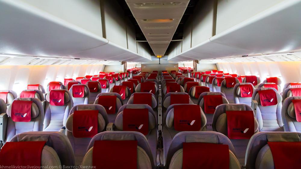Внутри Boeing 777-300ER авиакомпании AZUR air 01.jpg