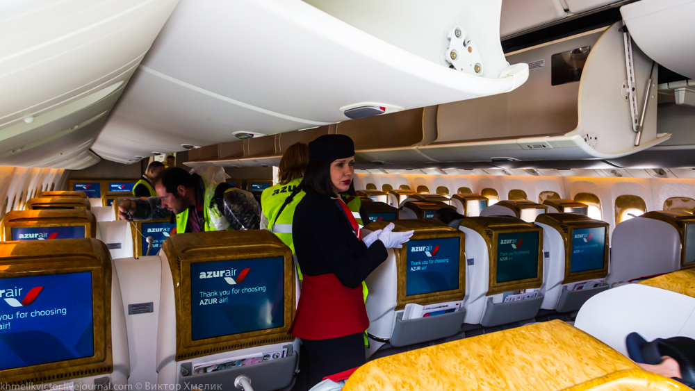 Внутри Boeing 777-300ER авиакомпании AZUR air 02.jpg