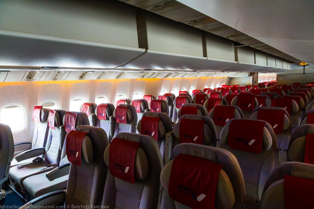 Внутри Boeing 777-300ER авиакомпании AZUR air 05.jpg
