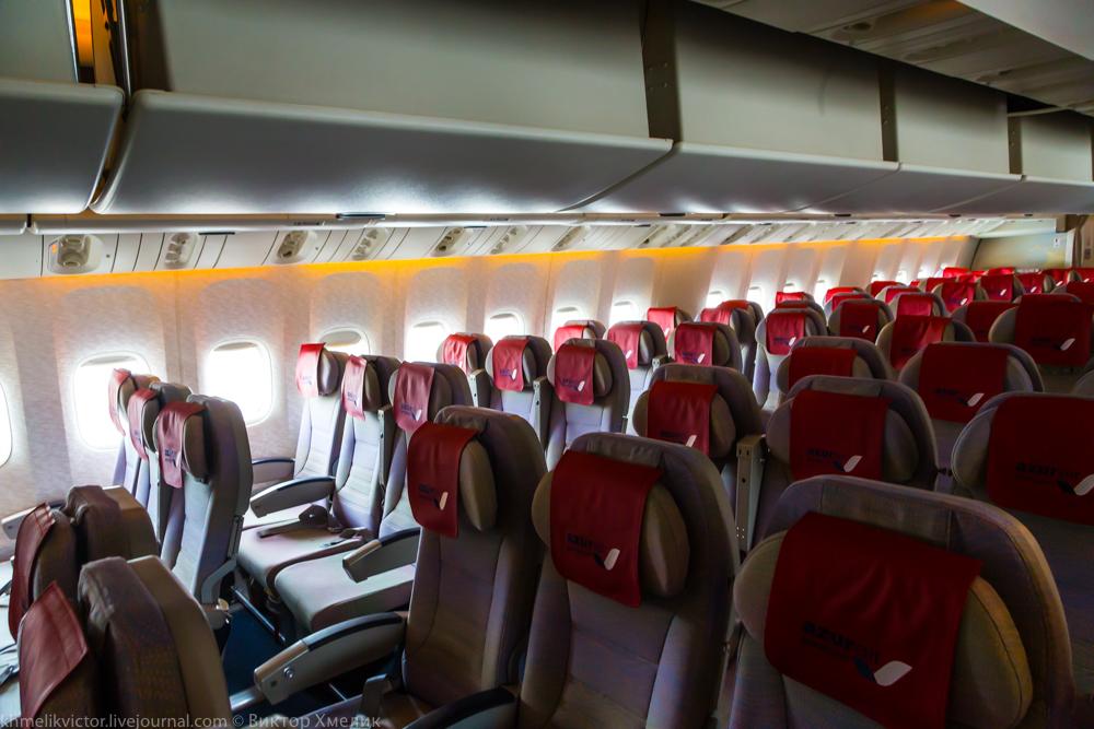 Внутри Boeing 777-300ER авиакомпании AZUR air 06.jpg