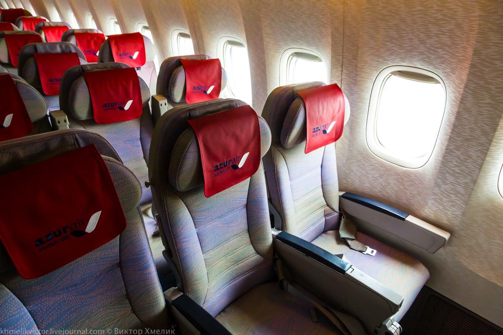 Внутри Boeing 777-300ER авиакомпании AZUR air 07.jpg