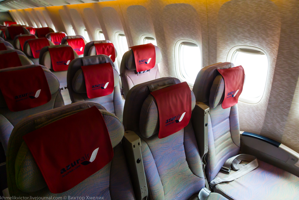 Внутри Boeing 777-300ER авиакомпании AZUR air 08.jpg