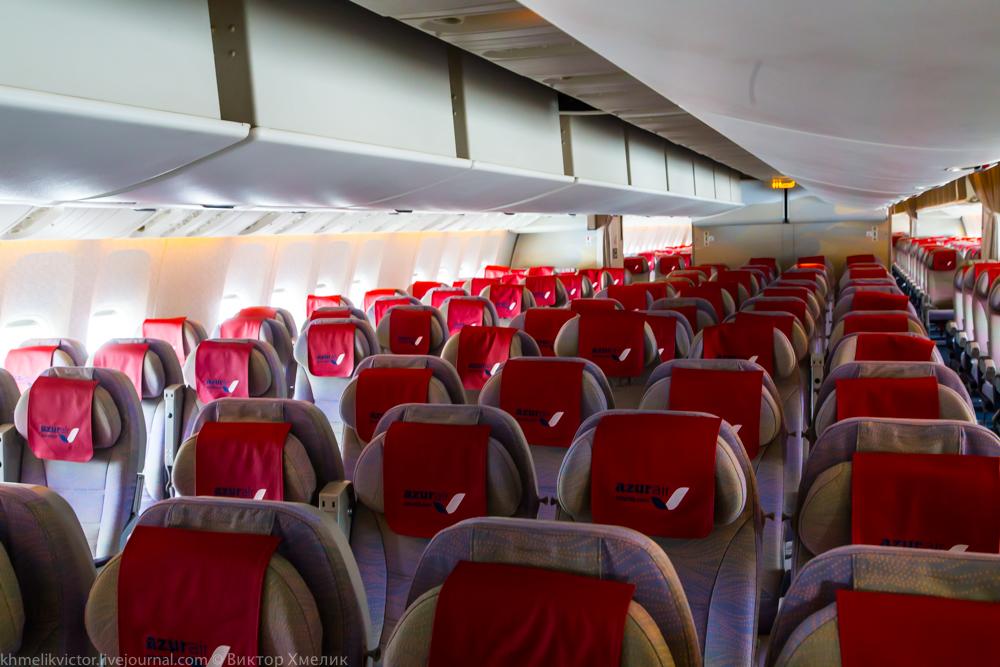 Внутри Boeing 777-300ER авиакомпании AZUR air 09.jpg
