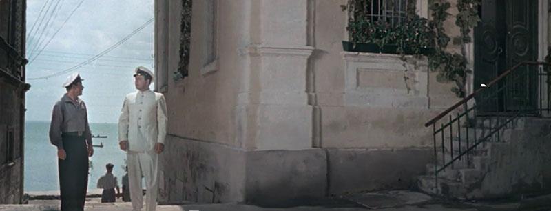 11. Проход к морю слева от дома Домгера, кадр из фильма «Девушка с маяка», 1956 год.jpg
