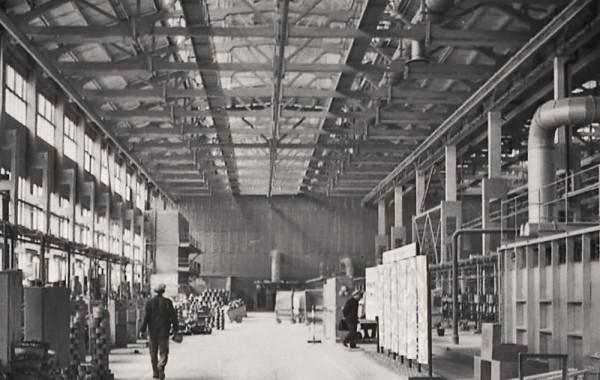 Цех эмальпосуды на металлургическом заводе.jpg
