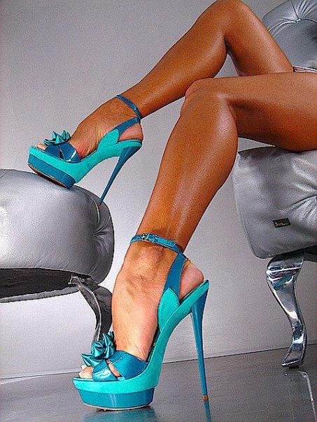 Туфли на женских ножках