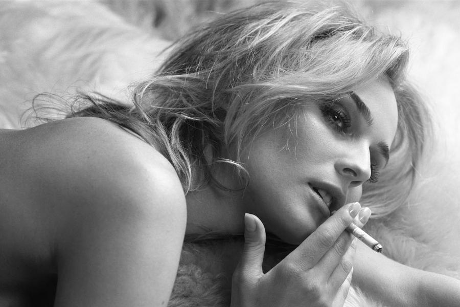 women_diane_kruger_monochrome_cigarettes_greyscale_1600x1282_wallpaper_Wallpaper_2560x1600_www.wall321.com (1)