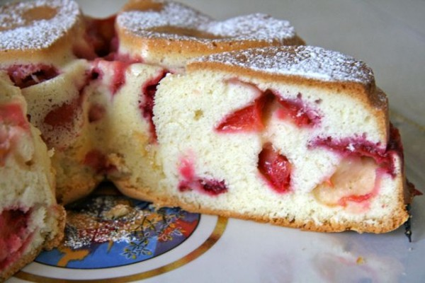 Сливовый бисквитный пирог рецепт