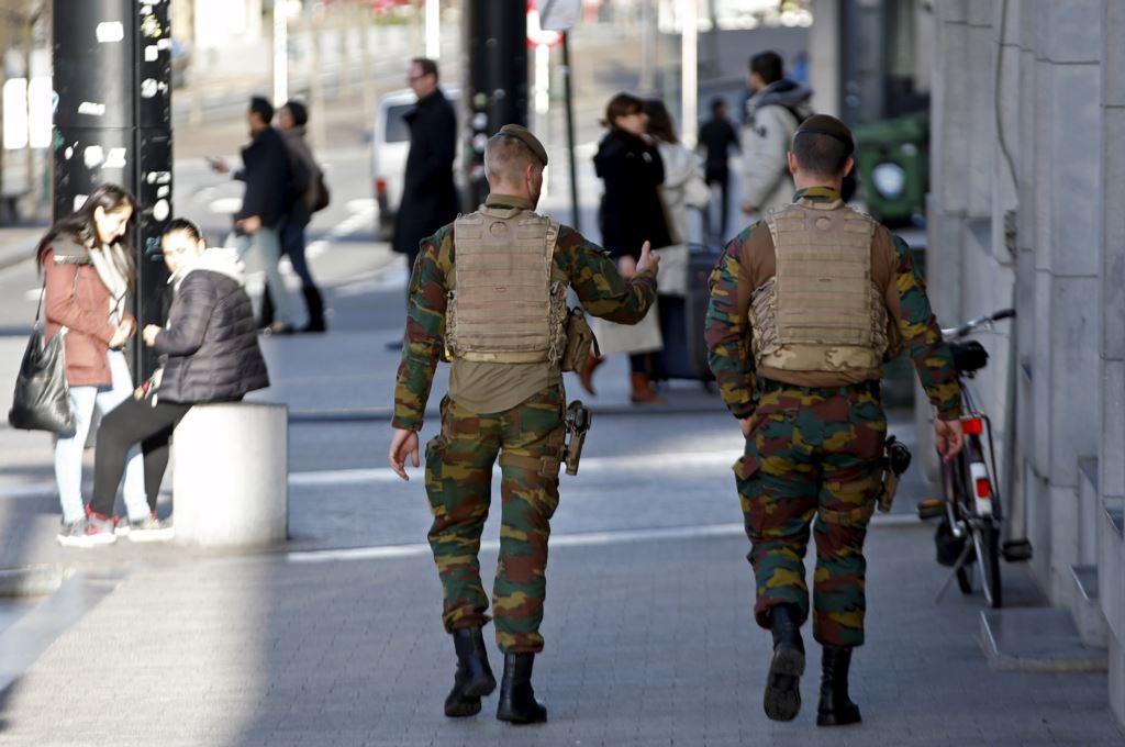 Реакция дураков у власти на теракты в Бельгии