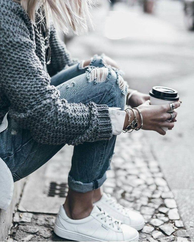 Фото девушек в джинсах из которых лезут труселя фото 154-666