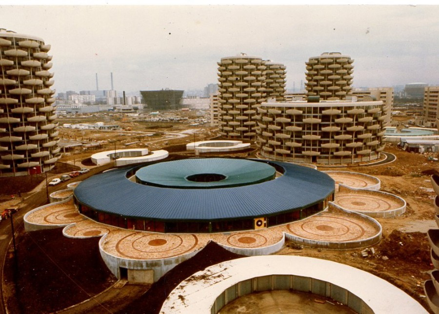 Коммуна по французски) Жилой комплекс 1969-1974 г. постройки.