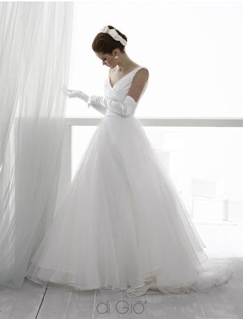 3. Le Spose di Gio V-Neck A-Line Tulle