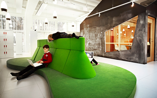 1280-The-organic-Sitting-Islands-are-designed-specially-for-the-childrens-work-with-labtops_Design-RosanBosch_Photo-Kim-Wendt