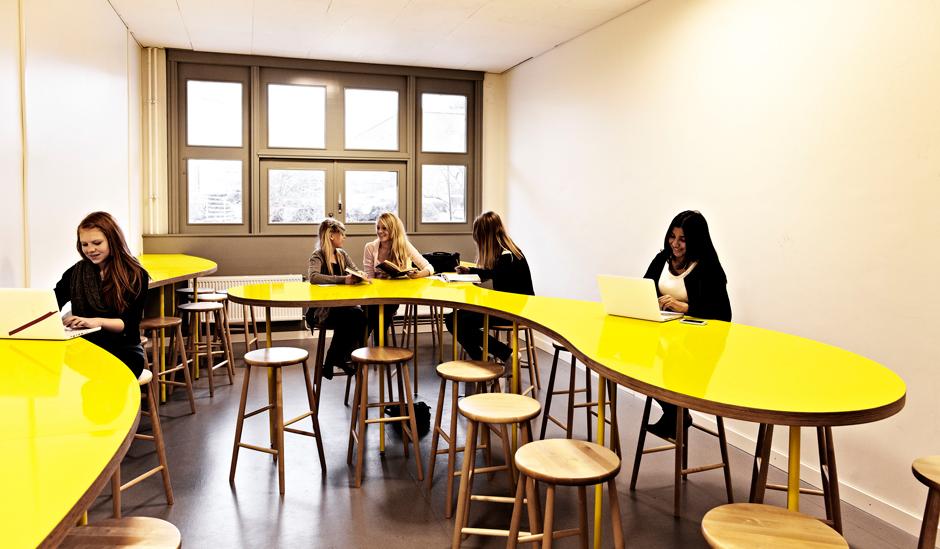 Маргарита выросла в санкт-петербурге, где закончила факультет дизайна среды