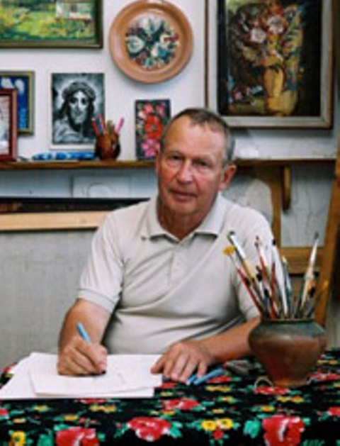 Владимир Сергеевич Титуленко родился в 1939 году. Закончил Киевский художественный институт у Пузырькова В.Г. в 1965 году. Поступил в члены Союза Художников в 1971 году. Работал в области монументально-декоративного искусства и дизайна. Выставлялся на многих республиканских и всесоюзных художественных выставках.