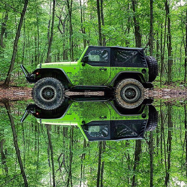 джип-отражение