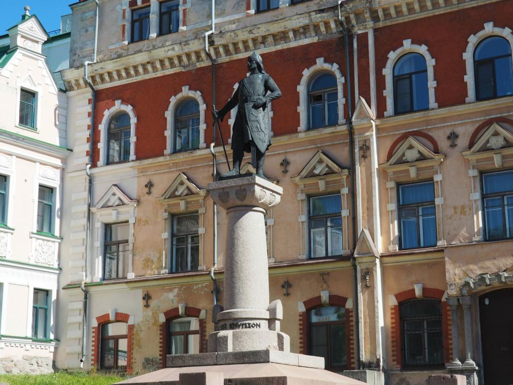 Памятник шведскому маршалу Торгильсу Кнутссону
