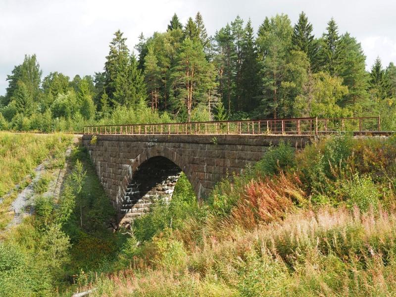 Финский арочный мост в посёлке Харлу