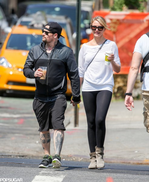 Cameron-Diaz-Benji-Madden-Holding-Hands-Pictures (1)