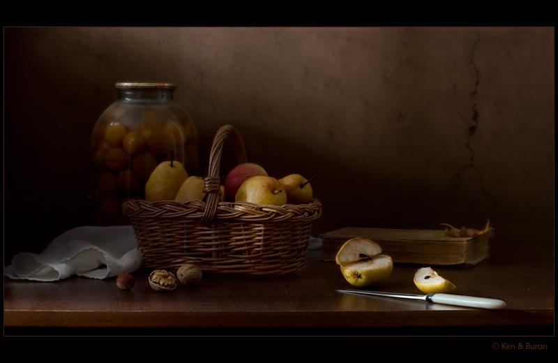 Натюрморт с фруктами и орехами