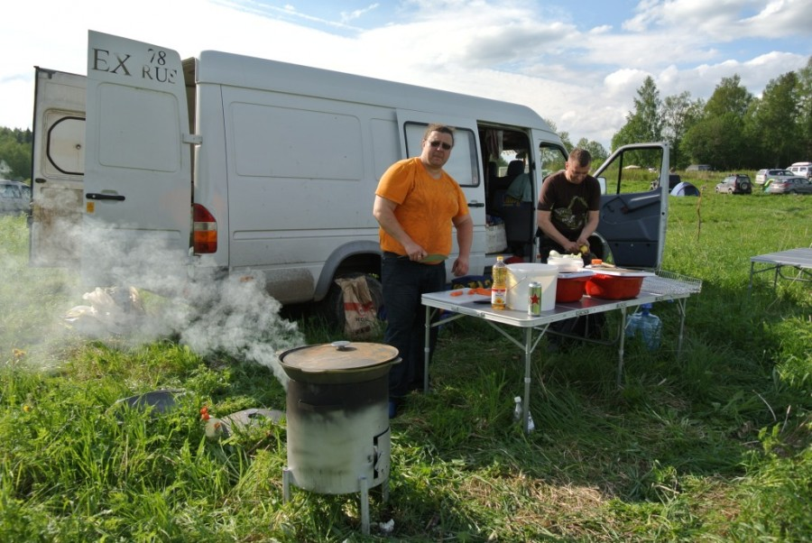 трофи003 обоз готовит обед в лагере