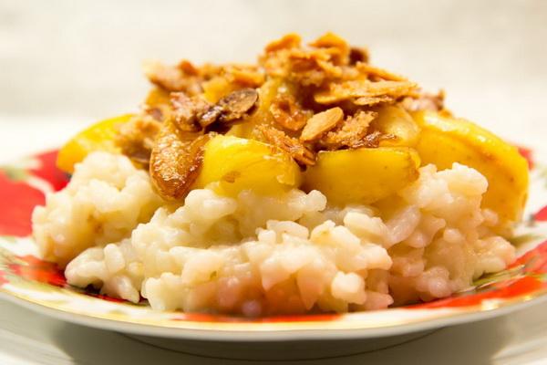 рисовый пудинг с яблоками и миндалем