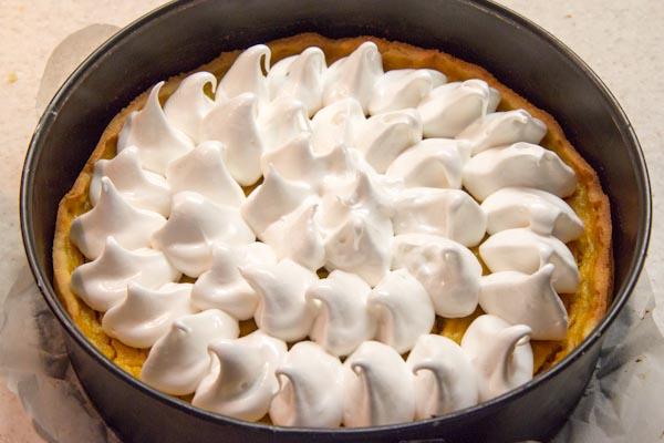 меренга на пироге