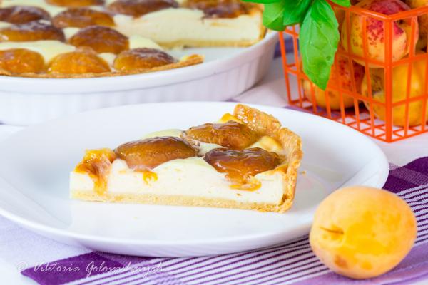 Тарт на рубленном тесте с начинкой из творожного кастарда и абрикосами