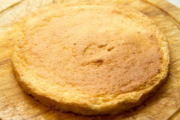 грушевый бисквит