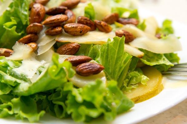 салат с жареными грушами