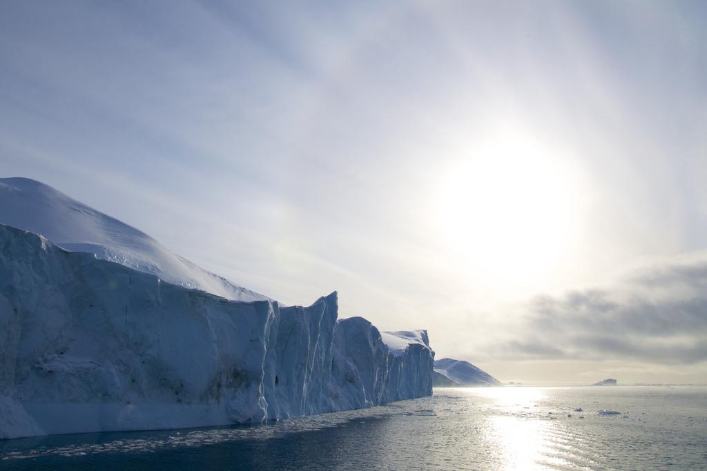Гренландия - вечно белый остров.