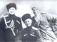 Слева на право Зарецкий М.И. Науменко В.Г. Назаренко Н.Г. 1944 год