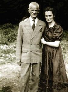 Атаман В.Г. Науменко с дочерью, 1950 год