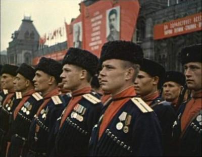 Вот так в цвете выглядела парадная форма Кубанских кавалерийских частей. Кубанцы на параде Победы